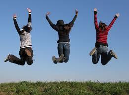 jovenes_saltando