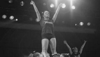 Baile con los finalistas de noche de talentos